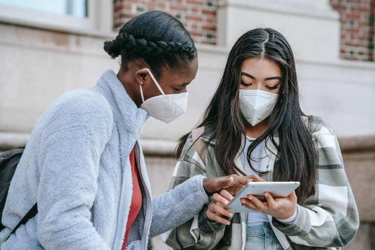 Can social media encourage health illiteracy and should doctors be online? | Harvard Public Health Review